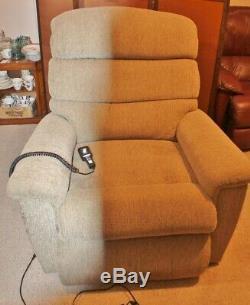 Medium Sized Tan Colored Power Lift Recliner Chair EUC